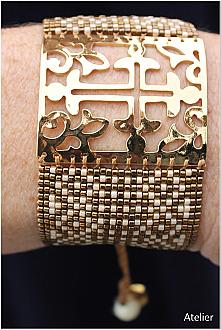 Stunning Bracelet in Gold with Bronze Beads (medium)